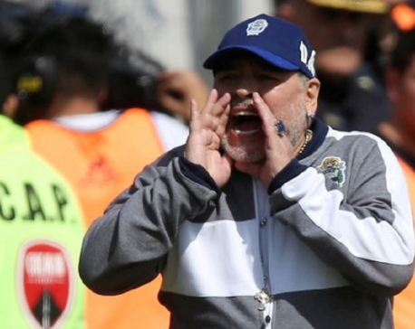 Maradona to stay on at Gimnasia
