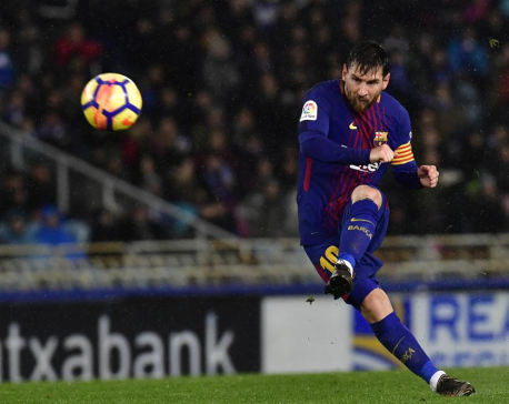 AP Source: PSG remains in talks on signing Lionel Messi