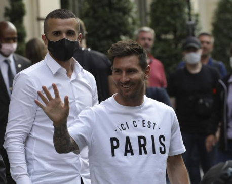 Lionel Messi signs 2-year contract with Paris Saint-Germain