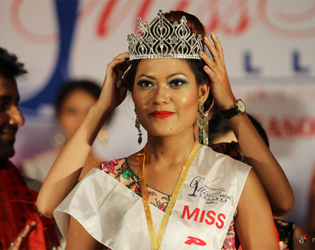 Aditi Tuladhar crowned as Miss Teen College 2016
