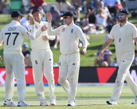 England strike early in New Zealand innings in first test