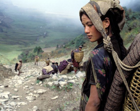 Pregnant Nepali women trekking for days to catch a glimpse of their unborn babies