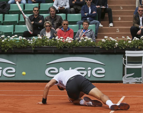 '16 champ Djokovic stunned by Thiem in French Open quarters