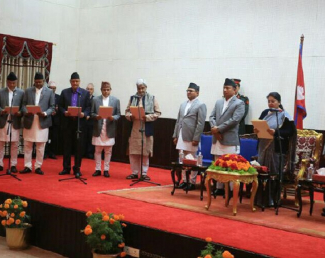 President administers oath of office and secrecy to newly- appointed ministers(with photos)