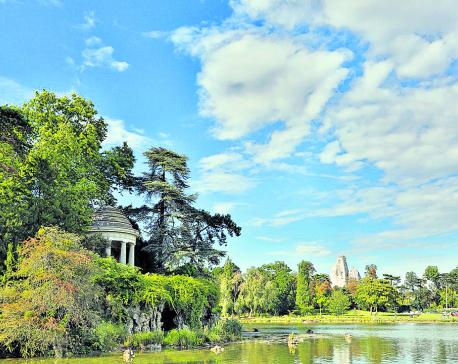 Paris' Public Park Gets Nudist Zone