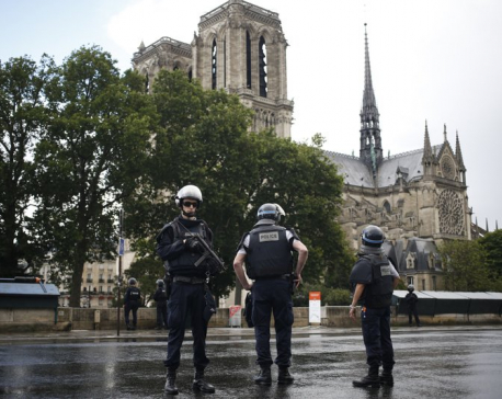 Attacker uses hammer on officers near Notre Dame in Paris