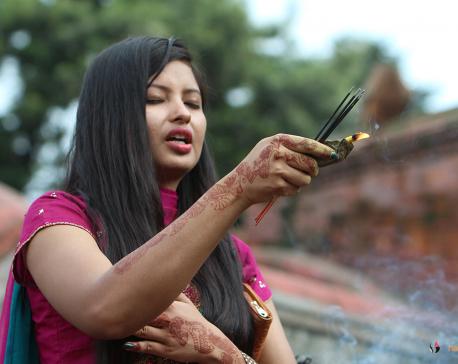 Devotees throng Pashupatinath to celebrate first Monday of Shrawan