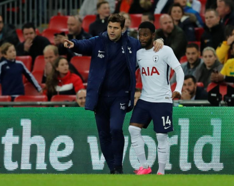 In-form Spurs aim to deliver knockout blow to United