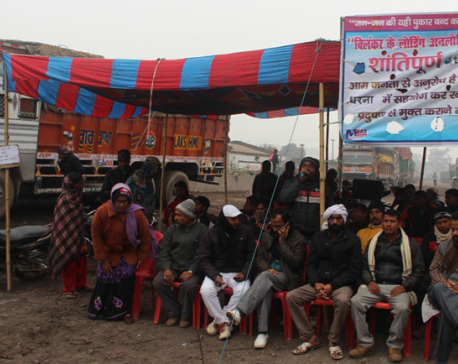 Raxaul locals obstruct entry of raw materials-laden trucks to Nepal
