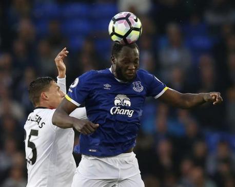 Manchester United agree 75 million pound fee for Everton striker Lukaku