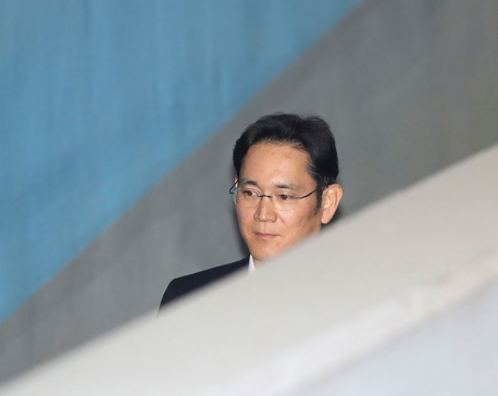 Prosecutors demand 12-year prison term for Samsung heir Lee