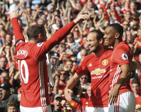 Man United held by last-place Stoke