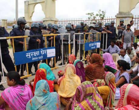 CPN (Maoist Center), FSFN cadres picket DPO, Dhanusha