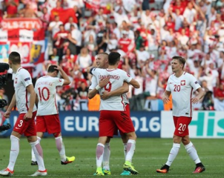 Poland beats Northern Ireland 1-0 to record first Euros win
