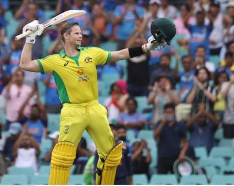 Warner injured, Smith shines as Australia seal series