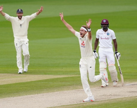 England pacers strike early to leave Windies 25-3 at lunch on final day