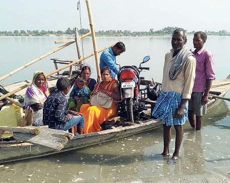 Locals of Susta using boats to cross Narayani River since ages due to lack of bridge