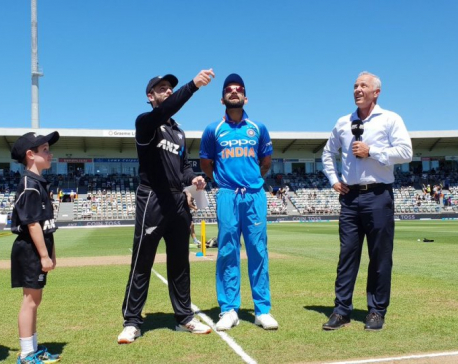 Kiwis win toss, opt to field, in must win game