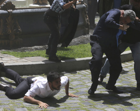 Govt supporters storm Venezuela congress, injuring lawmakers