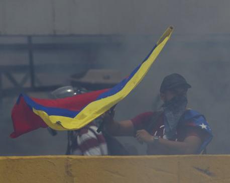 Venezuela's Maduro hikes minimum wage amid rising protests