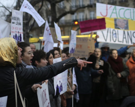 Anti-Polanski protesters greet French film awards ceremony