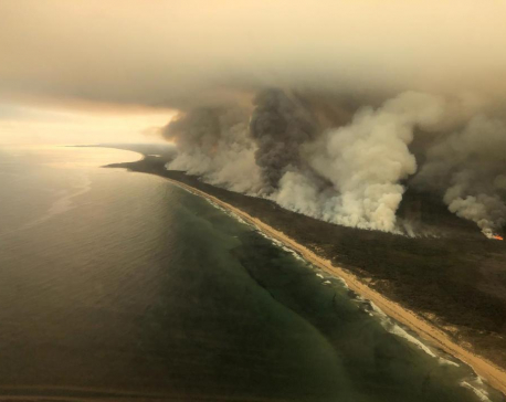 'Too late to leave': Bushfires out of control across southeast Australia