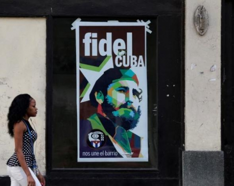 With a cry of 'Viva Fidel!', Cubans begin mourning for Castro