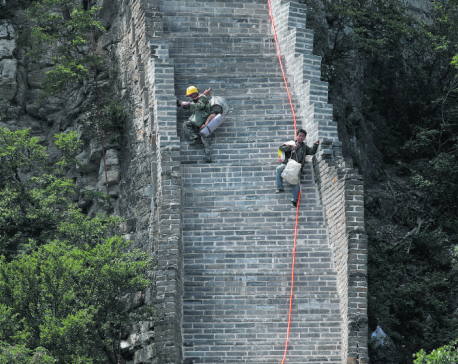 China's Great Wall repaired with simple tools and old bricks