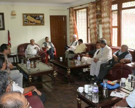 Dahal reaches Baluwatar for decisive talks with PM Oli