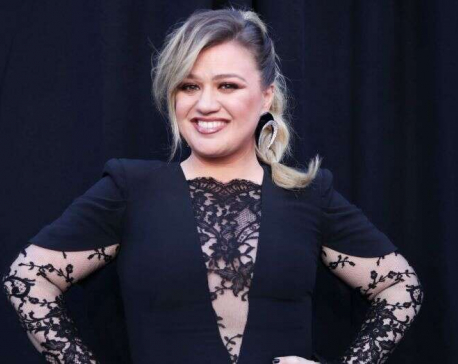 Kelly Clarkson, Zac Efron to get stars on Hollywood Walk of Fame