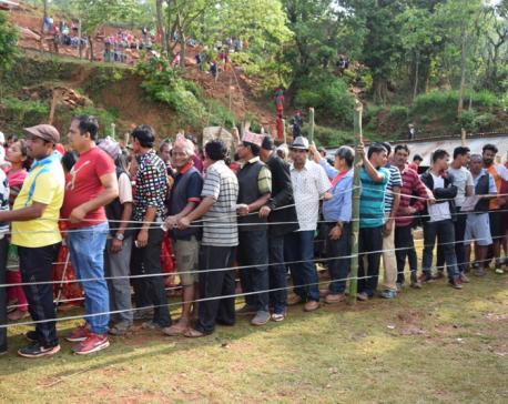 Five mayoral candidates cast votes at same polling center