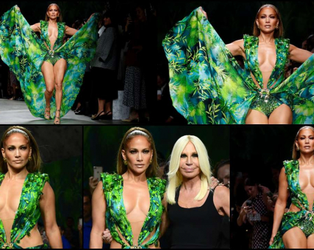 Jennifer Lopez closes Versace Milan show in that jungle dress
