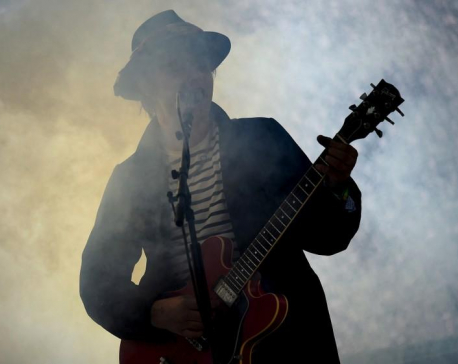 Paris police detain rocker Pete Doherty for buying drugs