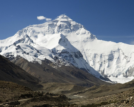 21 Nepali nationals leave for Tibet to scale Mt. Everest from Chinese side