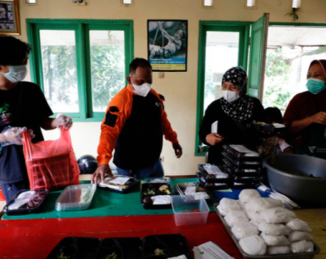 Indonesian soup kitchen brings food to COVID-19 patients stuck at home