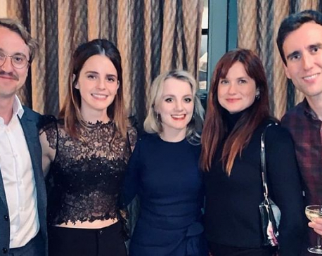 'Harry Potter' stars reunite, wish Merry Christmas to fans