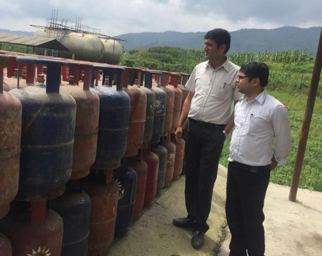 Monitoring team seals LPG cylinders of Surya Gas