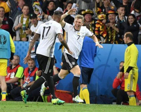 Germany makes winning start, warnings for England and Russia