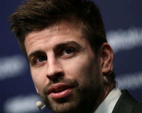 Barca defender Pique extends contract until 2022