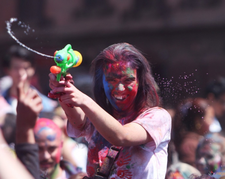 Do me a favor: Let's play Holi (Photo feature)