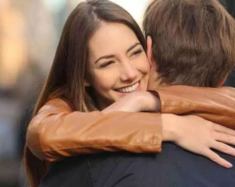 Left-Sided Hugs are More Emotional: Study