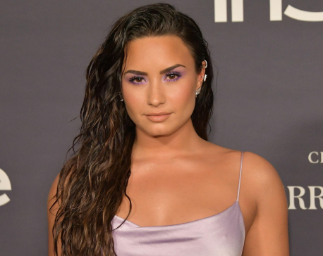 Demi Lovato shares makeup-free selfie, says 'accepting myself the way I am'