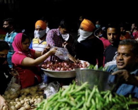 Indians scramble for supplies as three-week coronavirus lockdown begins