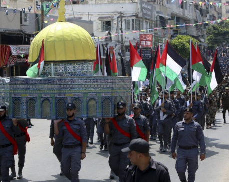 Israel removes railings, overhead bridge near holy site