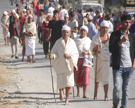 12 mourners march to vote (Photo feature)
