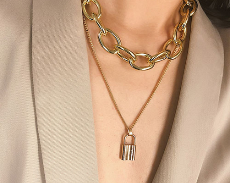 Style your chunky chain necklaces