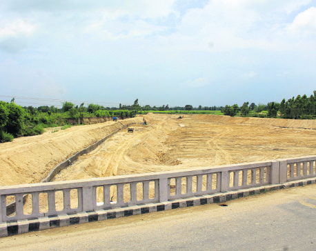 Locals accuse land mafias of encroaching public land on river banks