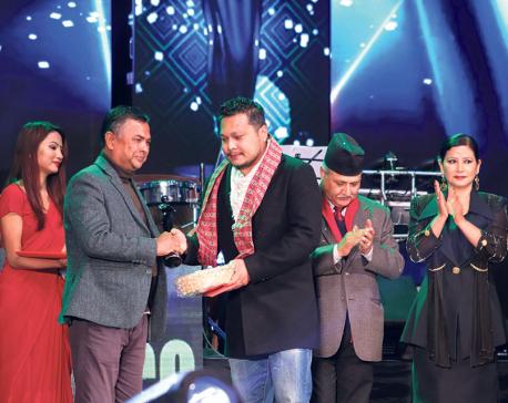 Lux Kamana felicitates successful films