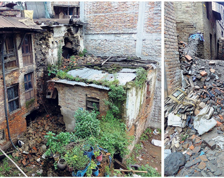 Monsoon threatens quake-damaged houses