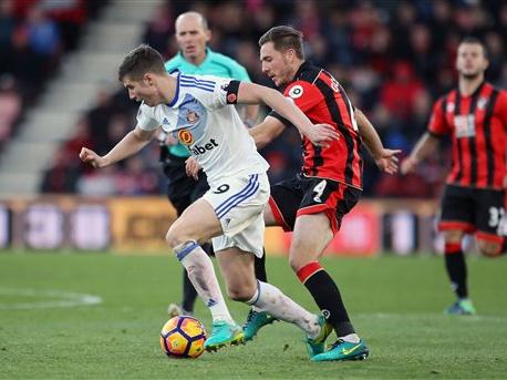 Bottom-place Sunderland wins first match of EPL season